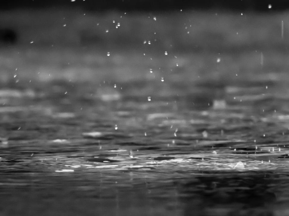 מים בששון: טיפים להחזרת לחות לפנים ולגוף